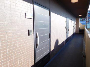玄関はサムターンロックが出来てセキュリティ対策もバッチリ