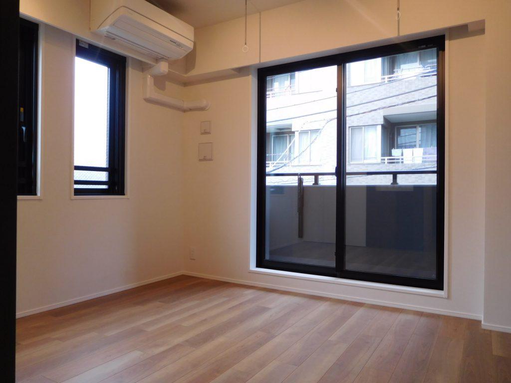 居室は打ちっぱなしではなく壁紙です
