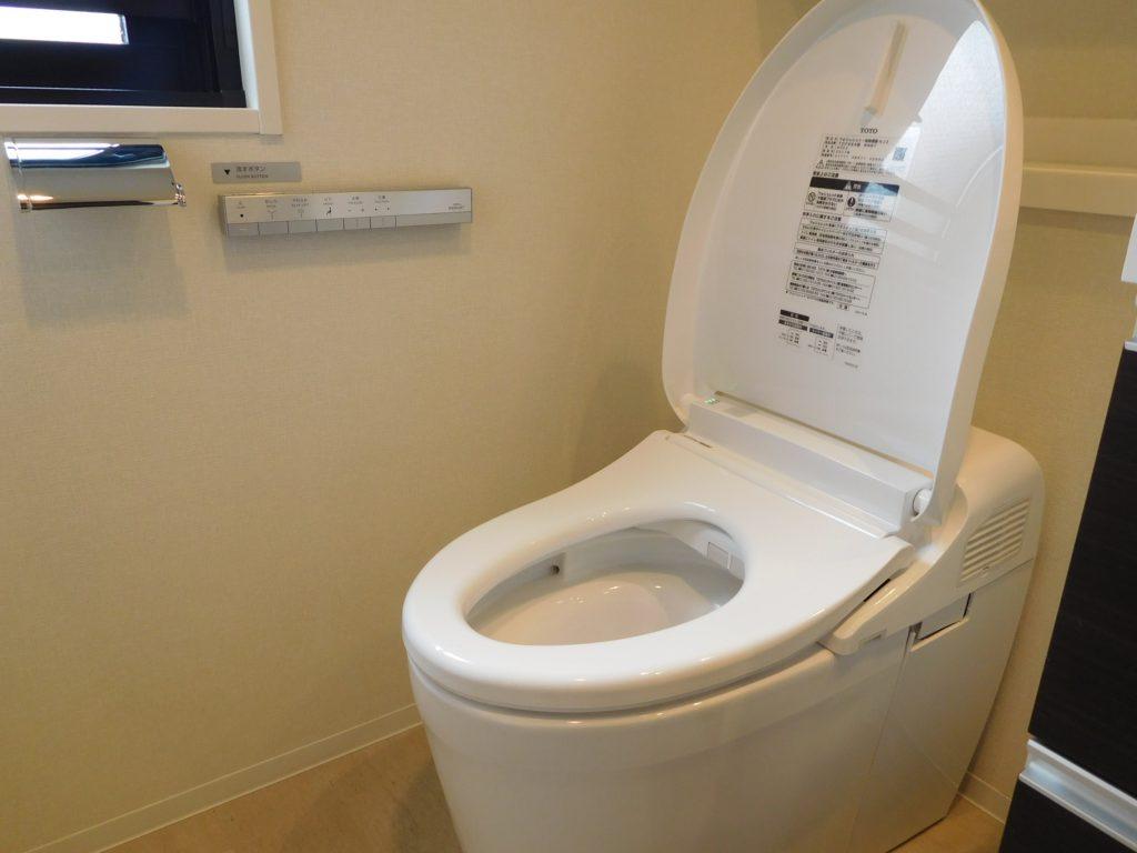 トイレはタンクレスでスッキリ♪