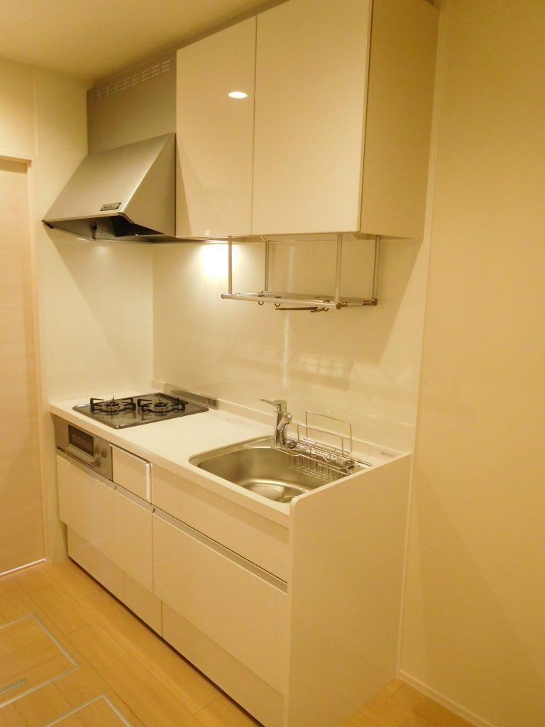 キッチンは2口ガスコンロのシステムキッチン