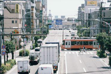 トコトコとゆっくり進む世田谷線につられて、ゆったりとした時間が流れる街並み。