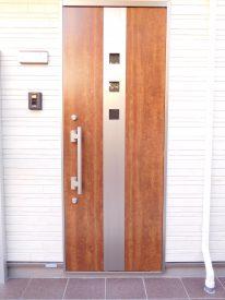 玄関ドアはオシャレな造り