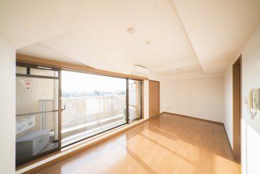 マンションの6階、とても日当たりのいいワンルーム。