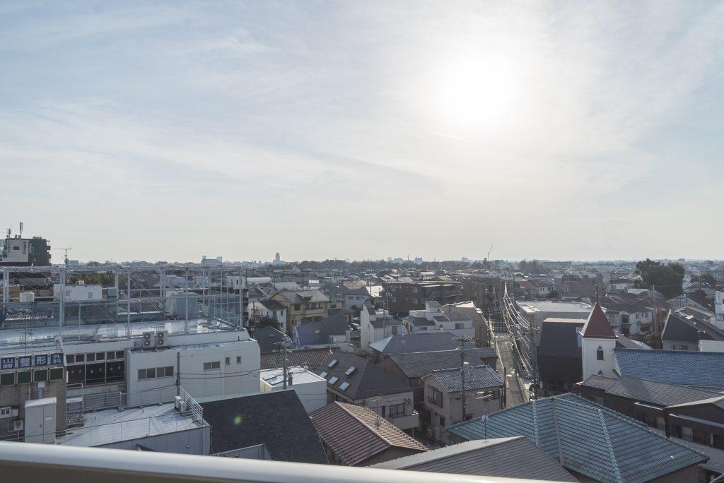 新代田の町並みと、ひろびろとした空。