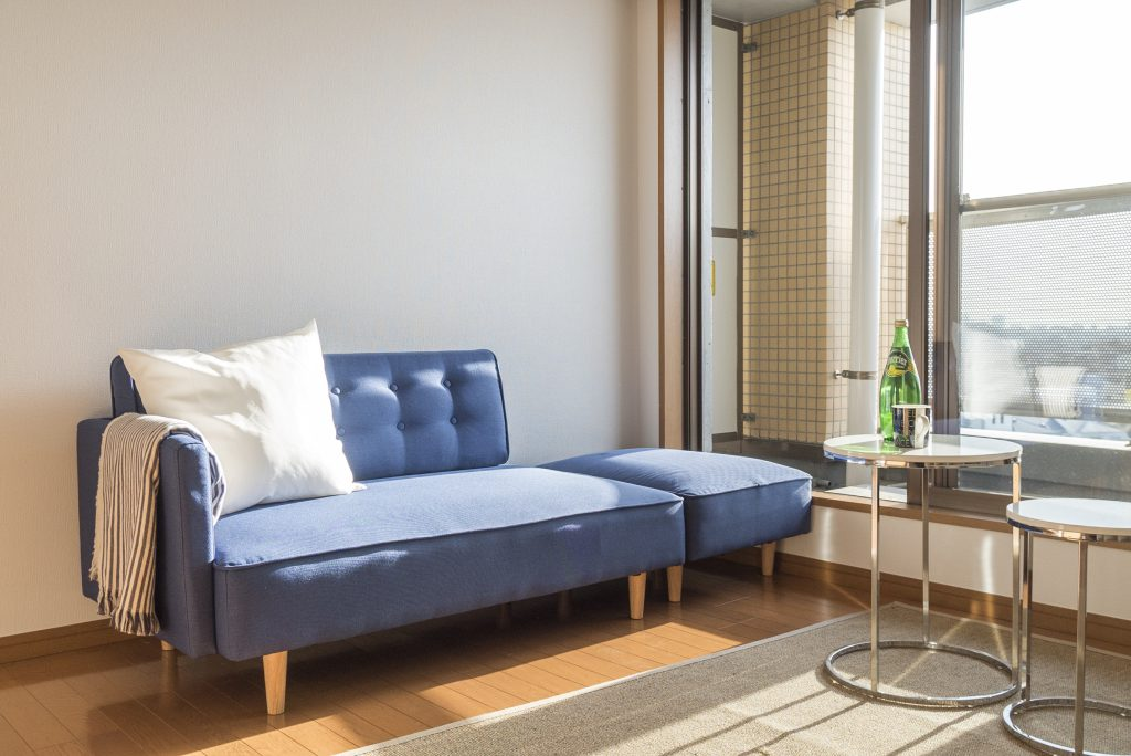 ちょっとお部屋がせまいから、くつろぎはソファベッドにしたり。