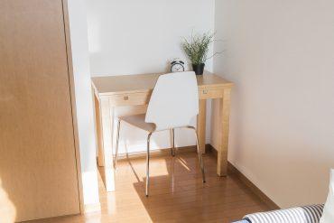 洋室の隙間にぴったりと合う家具を配置したり。