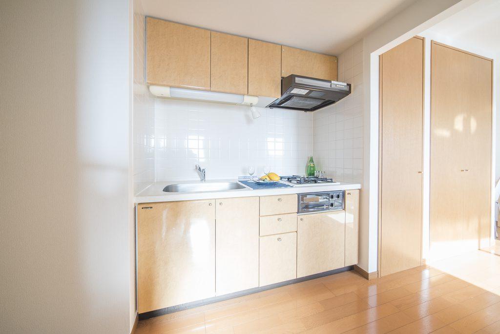キッチンは上下にたっぷりの収納!