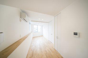 ちいさいながらも設備しっかり、内装にもこだわりを感じる一部屋。
