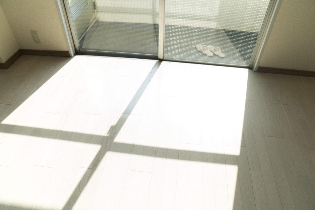 南向きの窓から光さしこむ〜。(内装)