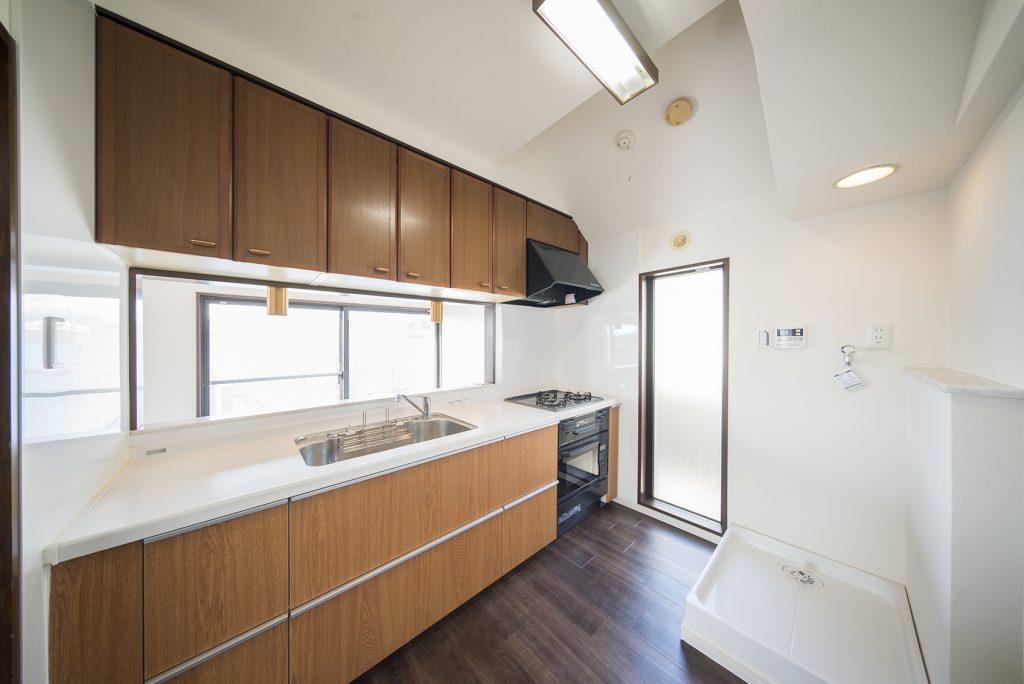 キッチンはこんなにも広い。3口ガスコンロ、グリル、オーブン完備であります。