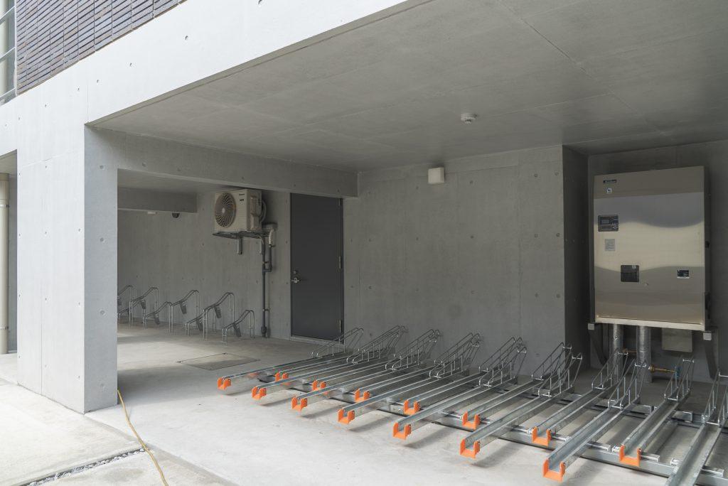 屋根付きの自転車置き場。二子玉川までは自転車で10分もあれば行けちゃいます。