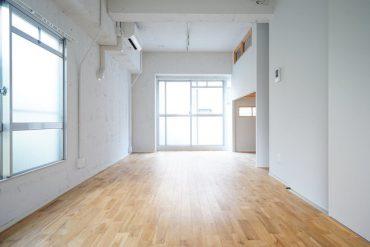 白い空間と無垢フローリング