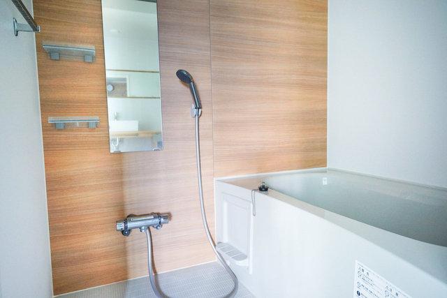 ゆとりのある浴室