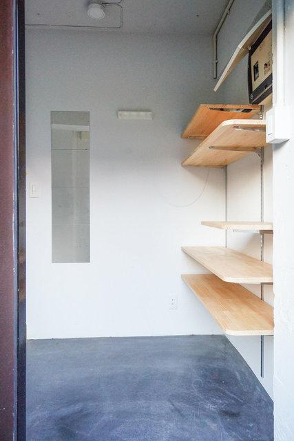 玄関は土間空間