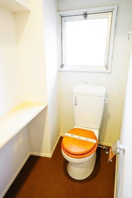 木を基調としたトイレ