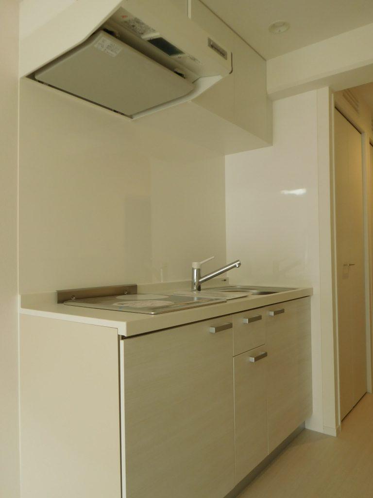 真っ白で清潔感のあるキッチン