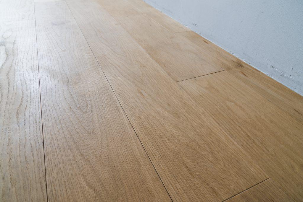 床は無垢材。
