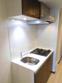 キッチンはLEDのダウンライトがオシャレですね。