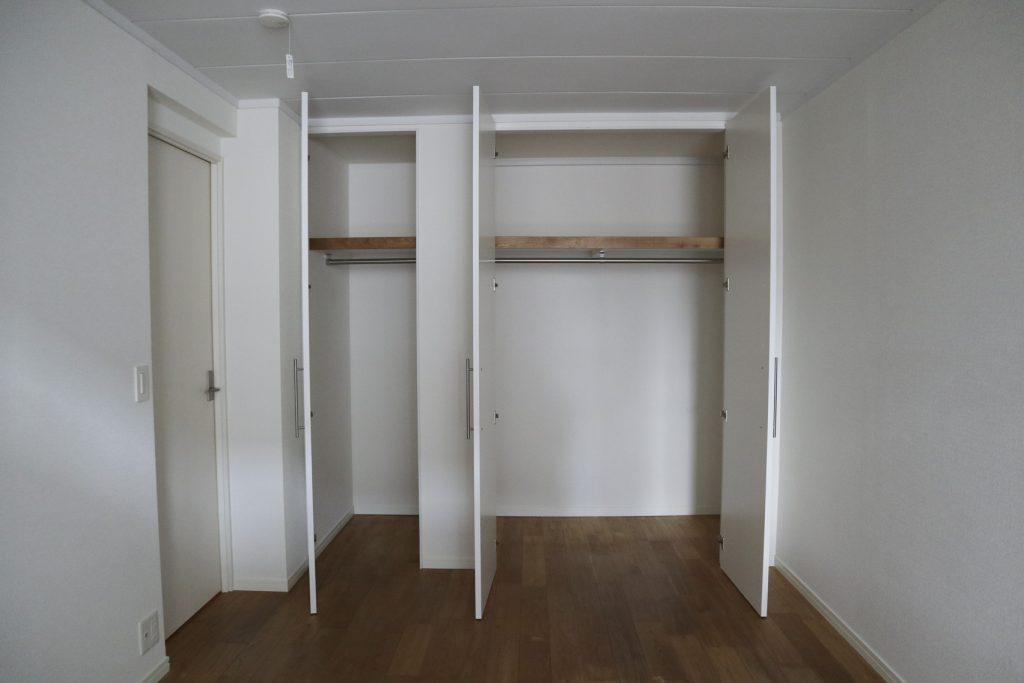 6帖のお部屋。こちらに収納があります。(内装)