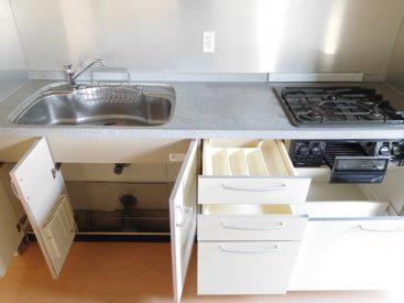 調理スペースも広いし3口コンロ&グリル付きなので、料理好きに嬉しい仕様です