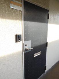 玄関ドア、色味とかデザインとか良い味出してます☆
