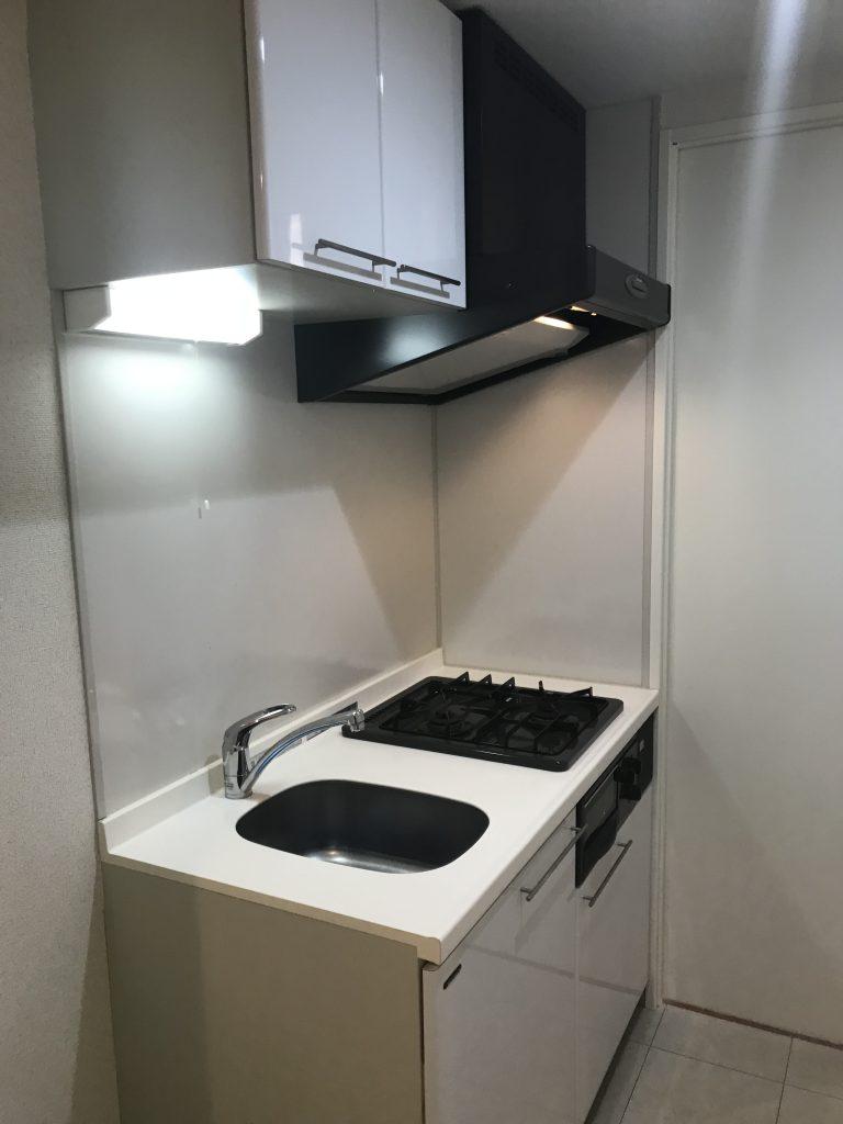 キッチンはコンパクトなサイズ