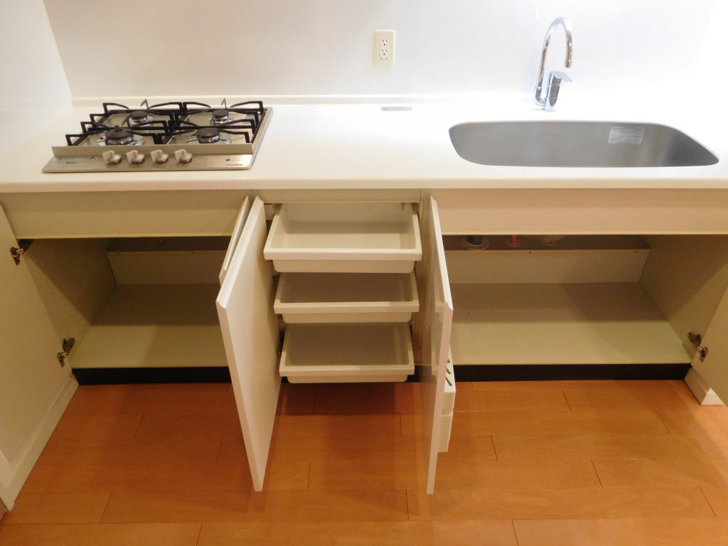 4口コンロ&作業スペースも広々で使いやすそうなキッチンです