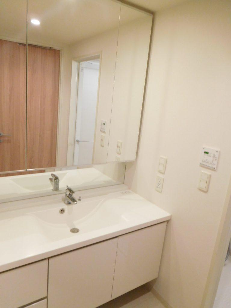 壁一面に鏡がある洗面台って好きなんです