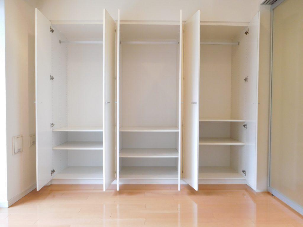 洋室は3竿分のクローゼットで収納もありがたいですね。