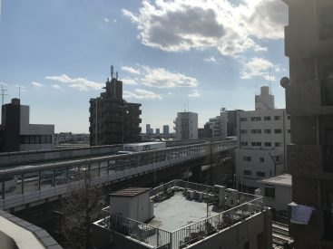 こちらは狭い方の眺望。6階はやっぱり高い。