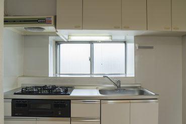 三口コンロの広々キッチン