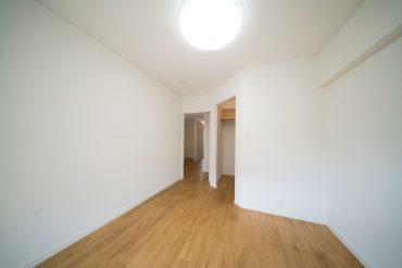 別部屋の写真ですが洋室のイメージはこんな感じ。もう少し狭いです。