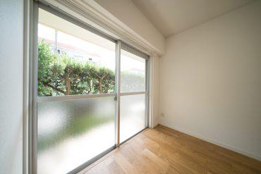 写真の1階でもこんなに明るいのに、3階にある実際のお部屋はきっともっと明るいはず。