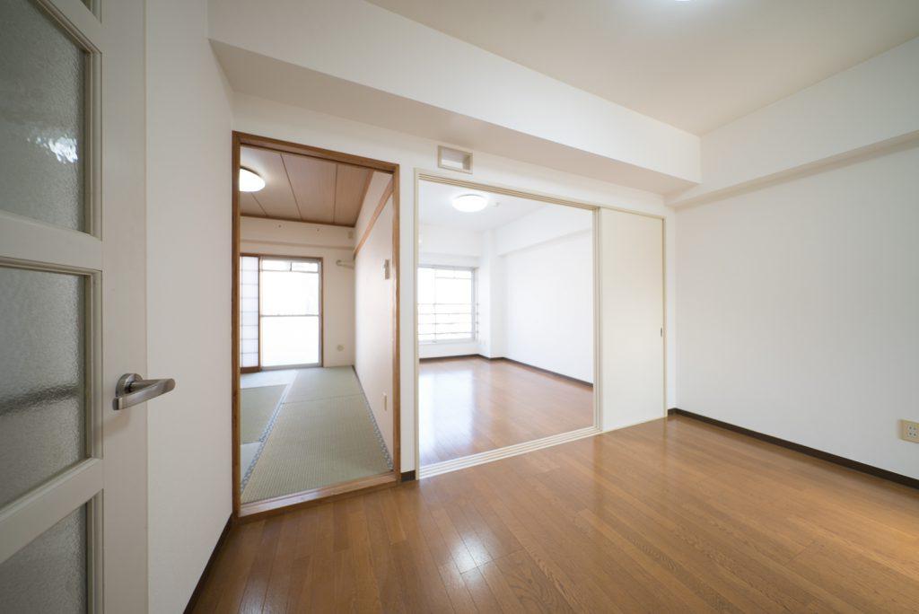 玄関入って、キッチン横からみたお部屋はこんな感じです。