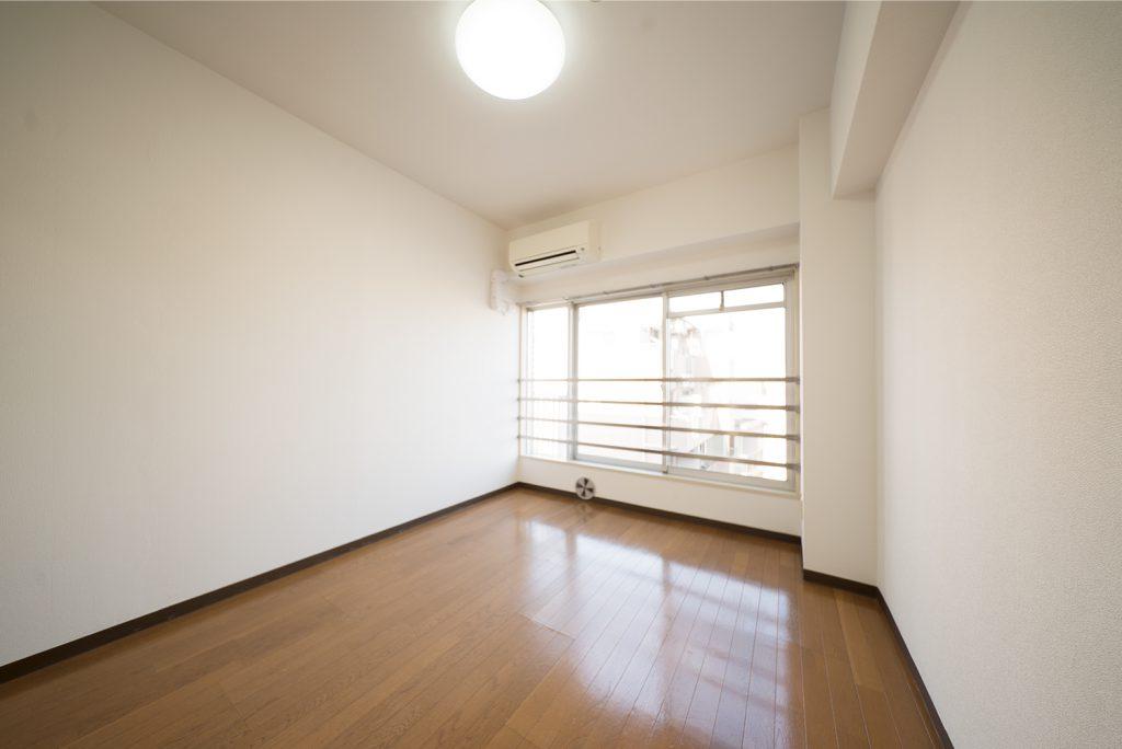 洋室6畳はこんな感じ。シンプルですね。