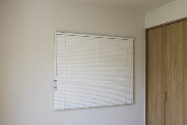新品のブラインドが各窓についてます。