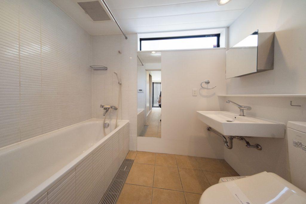 お風呂とトイレと洗面が同じ空間に。