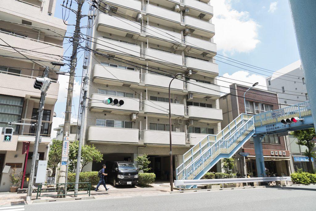 世田谷通り沿いです。