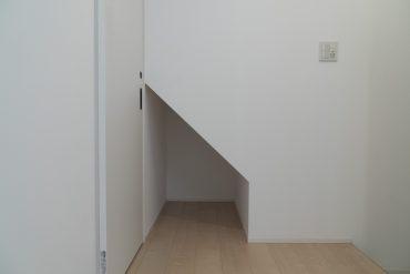 玄関入って右側。なにを置こうかな〜。