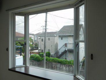 出窓スペースは有効に使えますね