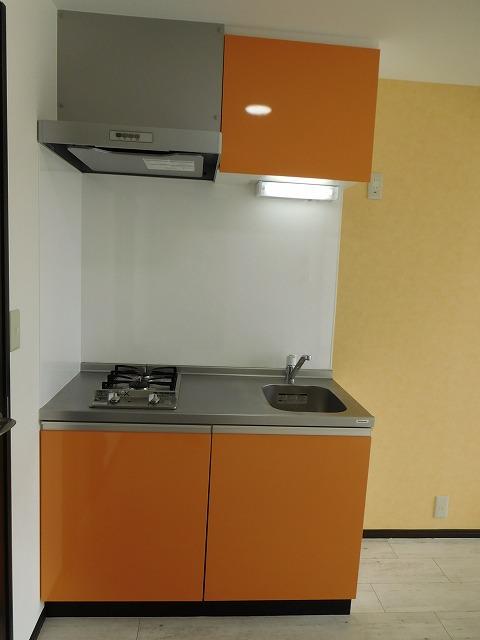 オレンジのキッチンで楽しくお料理
