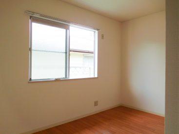 2階、南向きの洋室。