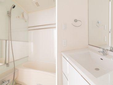 バスルームと独立洗面台。
