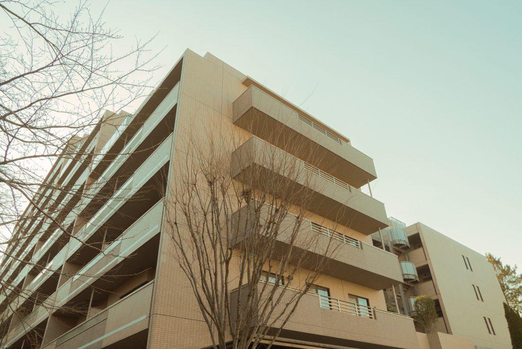 たくさんの世帯が入居する、大きなマンションなのです。