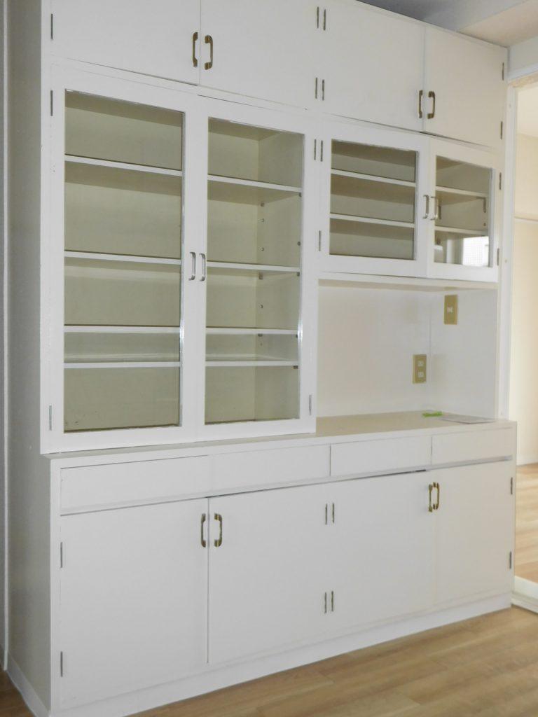 大容量の食器棚付き
