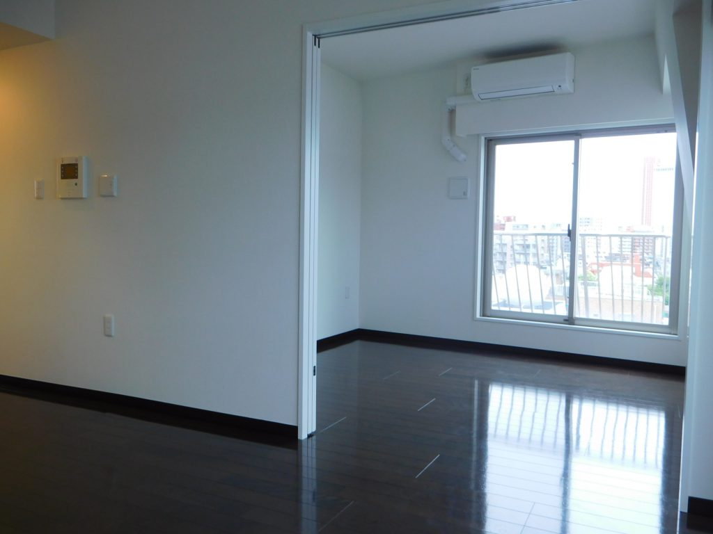 上階の洋室は仕切らなければリビングと一体にもなって広々活用も出来ます。