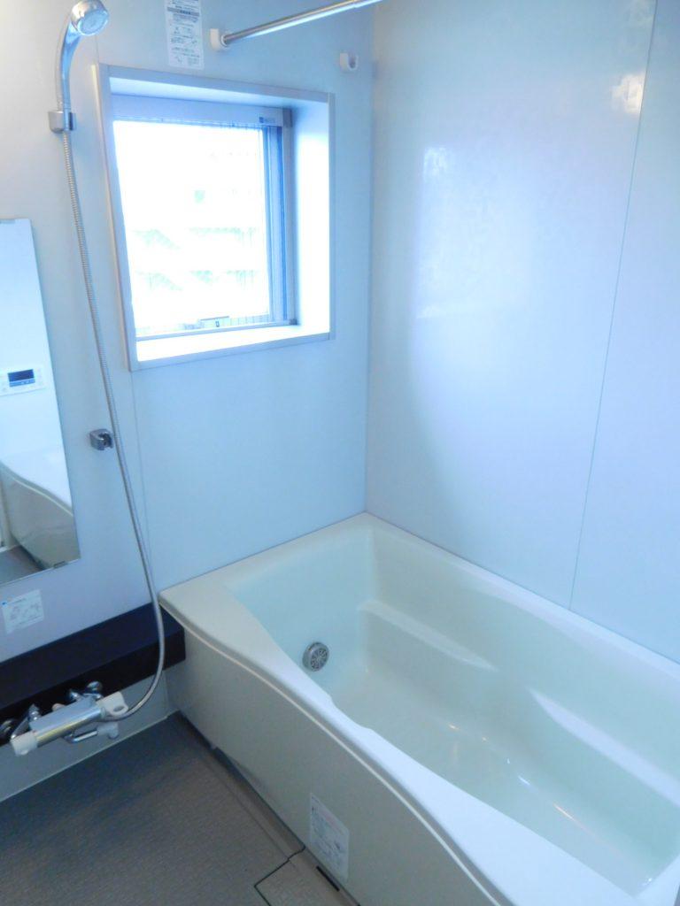 清潔感溢れる浴室
