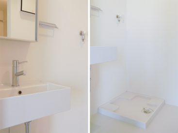 独立洗面台と室内洗濯機置場。上階にまとまっております。