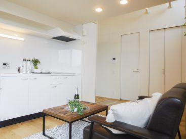 キッチンは白で統一。大きめでお料理もしやすい。