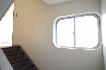 昭和40年代の窓はやっぱりステキです。